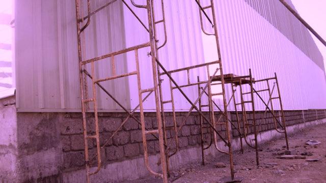Radio without scaffolding